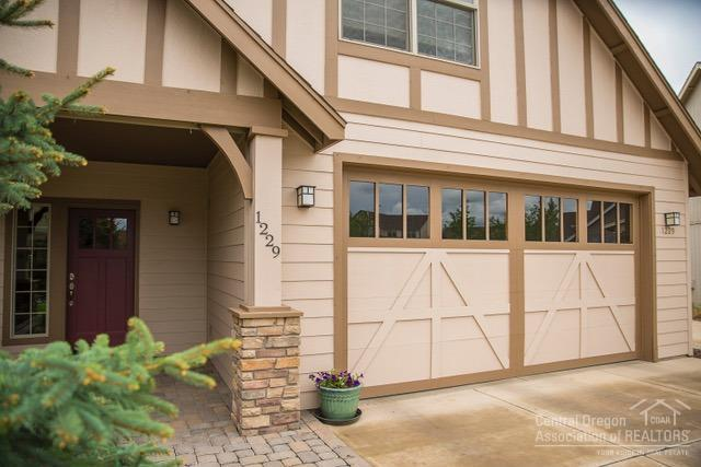 1229 SW 34th Place, Redmond, OR 97756 (MLS #201904367) :: Central Oregon Home Pros