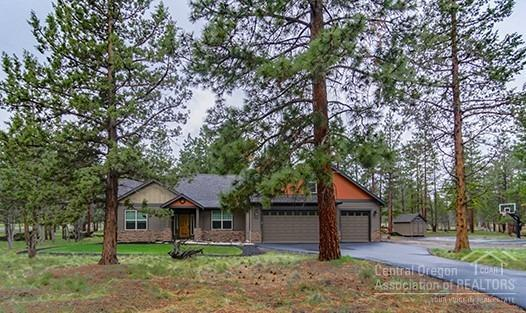 70155 Mustang Drive, Sisters, OR 97759 (MLS #201904427) :: Central Oregon Home Pros