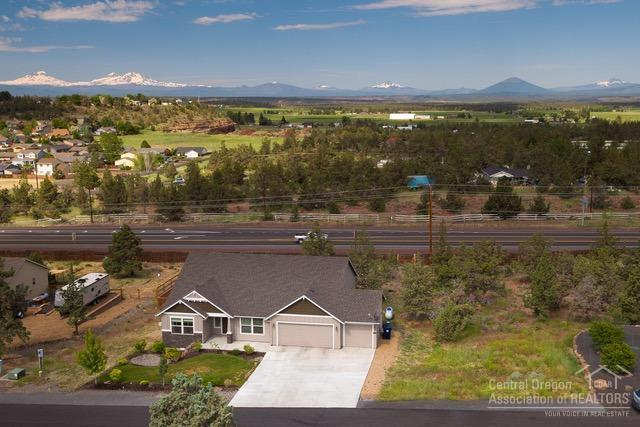 9265 12th Lane, Terrebonne, OR 97760 (MLS #201905705) :: Central Oregon Home Pros