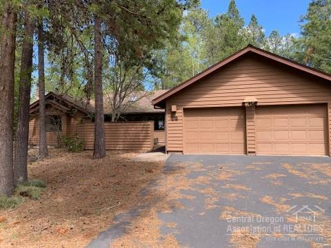 57630 Hart Mountain Lane, Sunriver, OR 97707 (MLS #201906244) :: Berkshire Hathaway HomeServices Northwest Real Estate