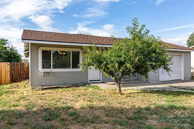 2547 SW Glacier Place, Redmond, OR 97756 (MLS #201906914) :: Central Oregon Home Pros