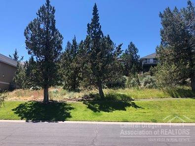 2429 SW Valleyview Drive, Redmond, OR 97756 (MLS #201907514) :: The Ladd Group