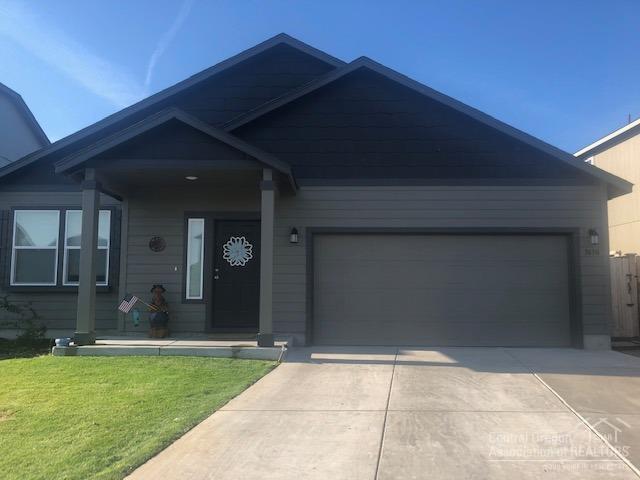 3630 SW Pumice Stone Avenue, Redmond, OR 97756 (MLS #201907942) :: Berkshire Hathaway HomeServices Northwest Real Estate