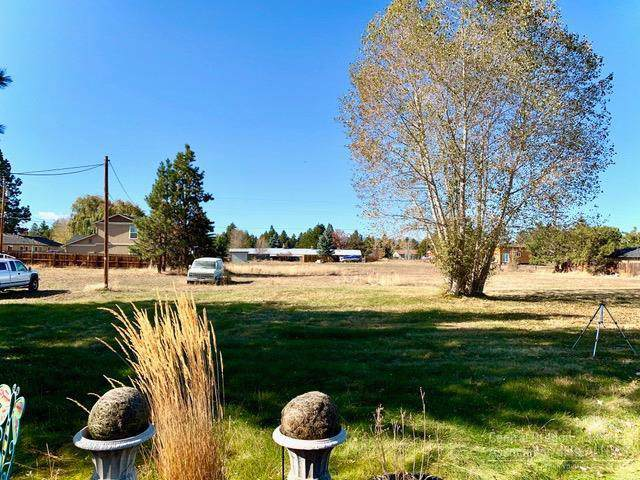 61621 SE 27th Street, Bend, OR 97702 (MLS #201910820) :: The Ladd Group