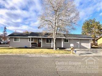 599 SE Holly Street, Prineville, OR 97754 (MLS #202000219) :: The Ladd Group