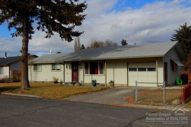 1221 SE 7th Street, Prineville, OR 97754 (MLS #202000245) :: The Ladd Group
