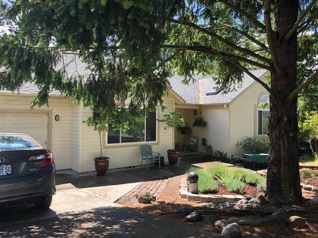 1436 Angelcrest Drive, Medford, OR 97504 (MLS #220101377) :: Windermere Central Oregon Real Estate