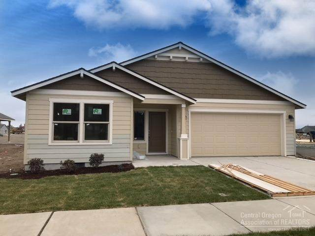2619 NW Elm Avenue, Redmond, OR 97756 (MLS #220101992) :: Coldwell Banker Bain