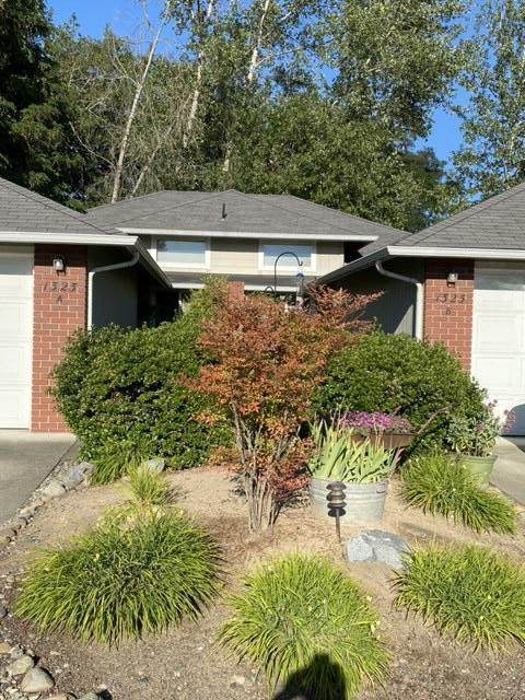 1323 Golden Park Drive, Grants Pass, OR 97527 (MLS #220104225) :: Berkshire Hathaway HomeServices Northwest Real Estate