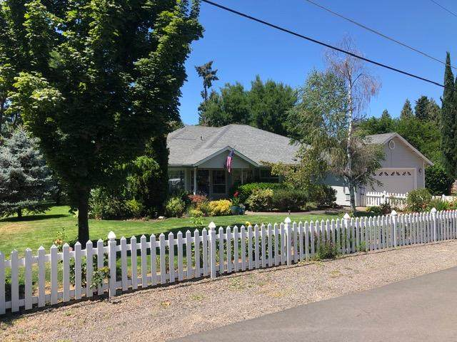 1492 Magnolia Avenue, Medford, OR 97501 (MLS #220104529) :: The Ladd Group