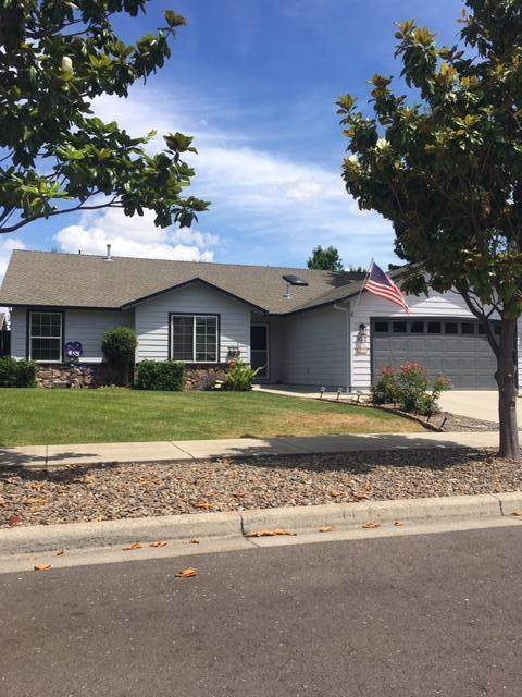 932 Willowdale Avenue, Medford, OR 97501 (MLS #220104562) :: Berkshire Hathaway HomeServices Northwest Real Estate