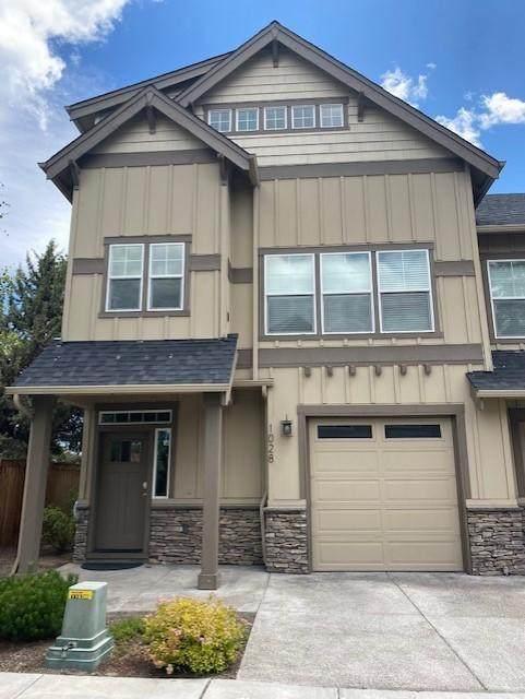 1028 SE Leonel Lane, Bend, OR 97702 (MLS #220104586) :: Berkshire Hathaway HomeServices Northwest Real Estate