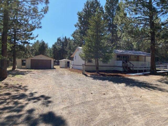 53223 Woodstock Drive, La Pine, OR 97739 (MLS #220104807) :: Berkshire Hathaway HomeServices Northwest Real Estate