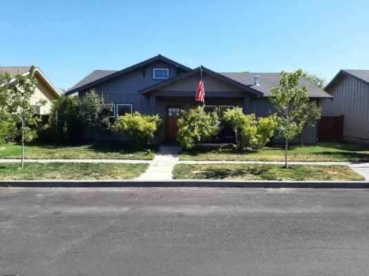 20663 Wild Goose Lane, Bend, OR 97702 (MLS #220104984) :: Rutledge Property Group