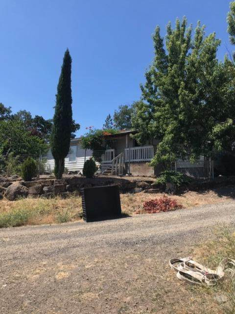 20555 Sawyer Road, Shady Cove, OR 97539 (MLS #220106442) :: Rutledge Property Group