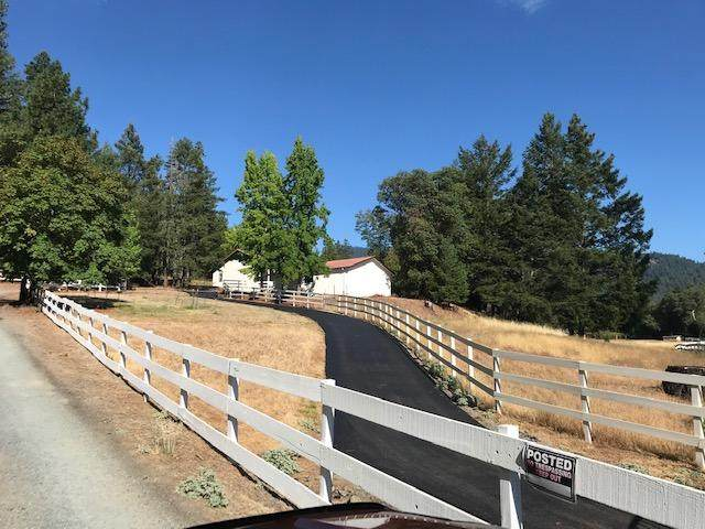 2295 W West Evans Creek Road, Rogue River, OR 97537 (MLS #220107542) :: Vianet Realty