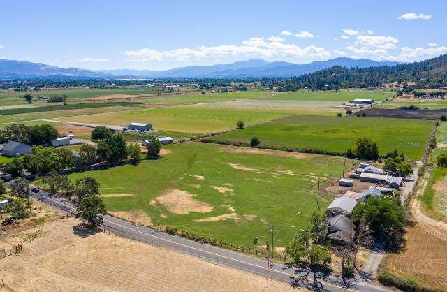3885 Scenic Avenue, Central Point, OR 97502 (MLS #220107706) :: FORD REAL ESTATE