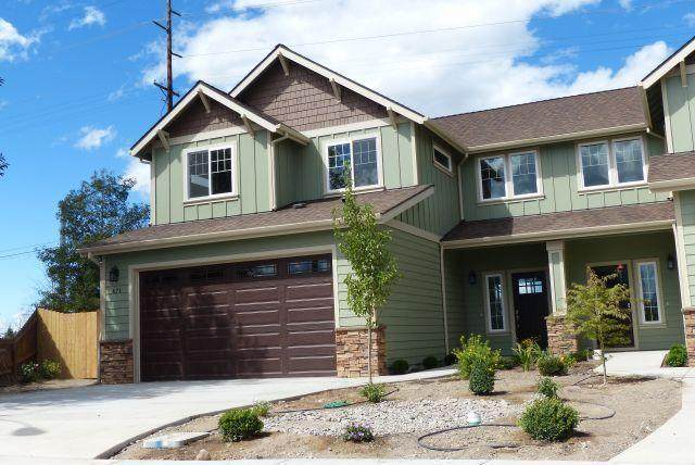823 SW 26th Court, Redmond, OR 97756 (MLS #220108162) :: Central Oregon Home Pros