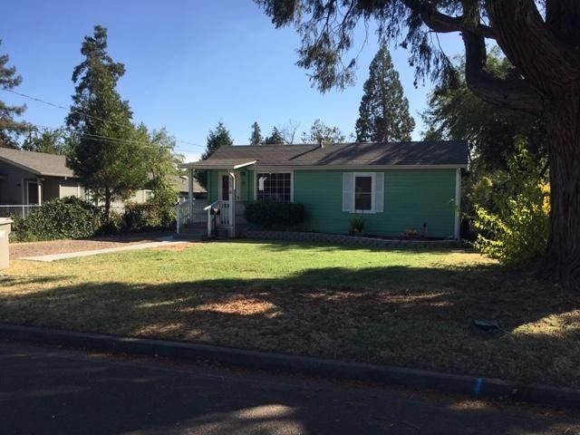 515 SE Riverside Avenue, Grants Pass, OR 97526 (MLS #220109343) :: Premiere Property Group, LLC
