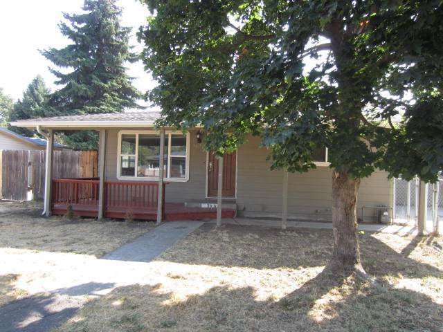 3936 Barry Avenue, Klamath Falls, OR 97603 (MLS #220110312) :: The Payson Group
