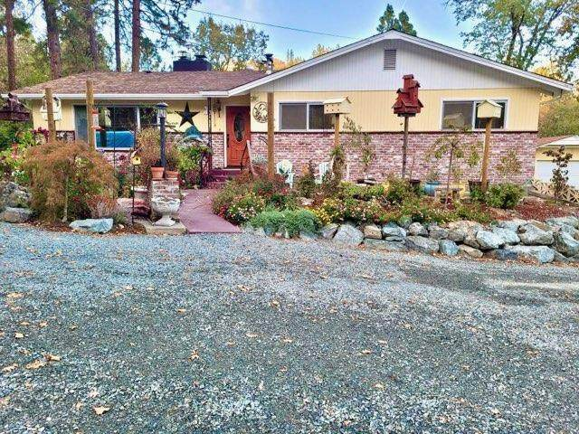 1746 Lonnon Road, Grants Pass, OR 97527 (MLS #220114699) :: The Payson Group