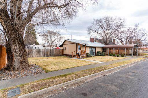 324 NW Birch Avenue, Redmond, OR 97756 (MLS #220115161) :: The Ladd Group