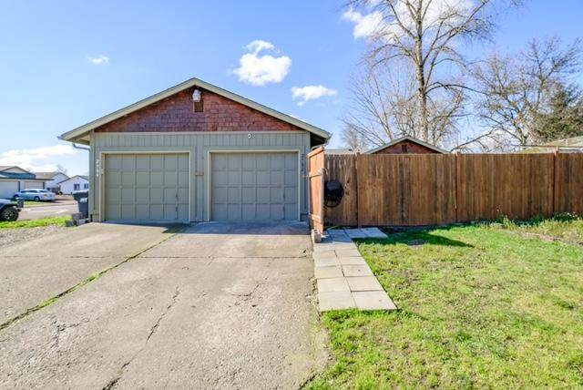 2304-2302 41st Place, Albany, OR 97322 (MLS #220117084) :: Bend Relo at Fred Real Estate Group