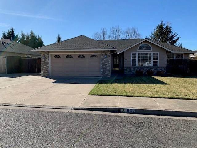 862 Nadia Way, Medford, OR 97504 (MLS #220117647) :: Bend Homes Now