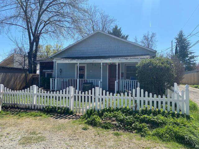 1214 E Tenth Street, Medford, OR 97504 (MLS #220120145) :: FORD REAL ESTATE