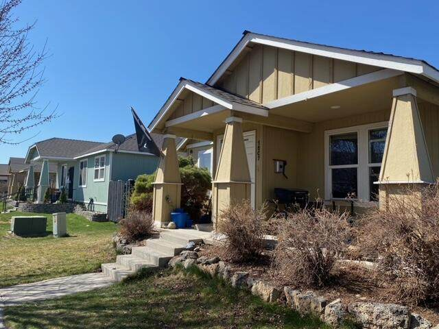 1507 NE 3rd Street, Redmond, OR 97756 (MLS #220120206) :: Keller Williams Realty Central Oregon