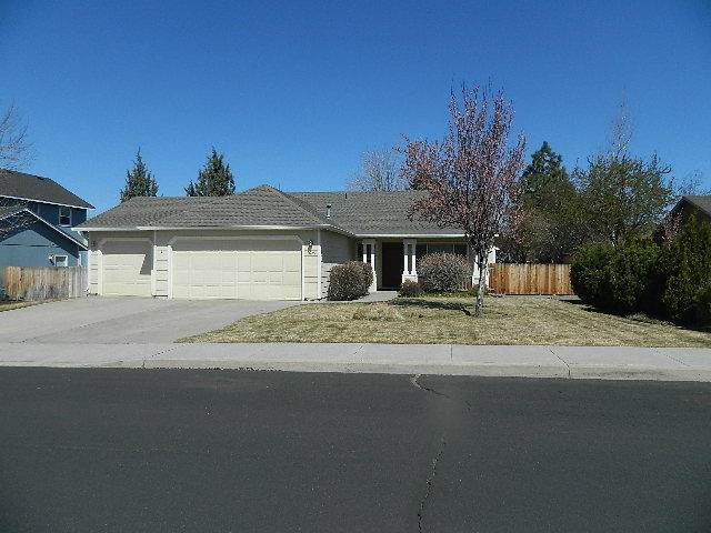 1625 NW Spruce Avenue, Redmond, OR 97756 (MLS #220120548) :: Fred Real Estate Group of Central Oregon