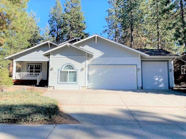 1919 NW Newport Hills Drive, Bend, OR 97701 (MLS #220120553) :: Fred Real Estate Group of Central Oregon