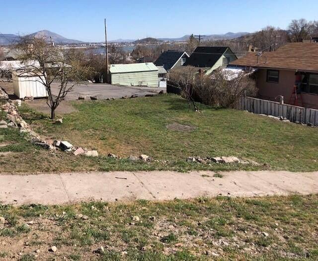 316 Lincoln Street, Klamath Falls, OR 97601 (MLS #220120773) :: Berkshire Hathaway HomeServices Northwest Real Estate