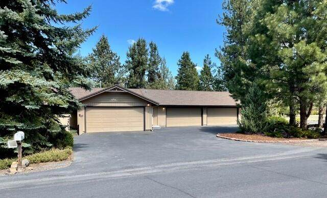 20970 King Hezekiah Way, Bend, OR 97702 (MLS #220122023) :: Fred Real Estate Group of Central Oregon