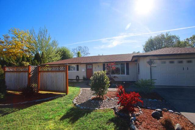 491 Murphy Road, Medford, OR 97504 (MLS #220122320) :: Top Agents Real Estate Company