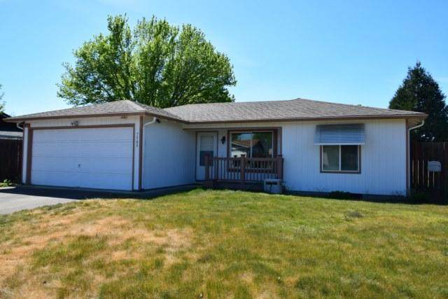 7589 Hale Way, White City, OR 97503 (MLS #220122684) :: Coldwell Banker Bain