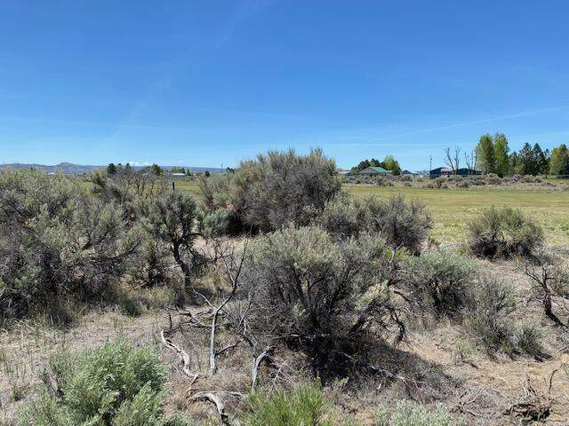 7200 Holiday Road, Christmas Valley, OR 97641 (MLS #220123816) :: Oregon Farm & Home Brokers