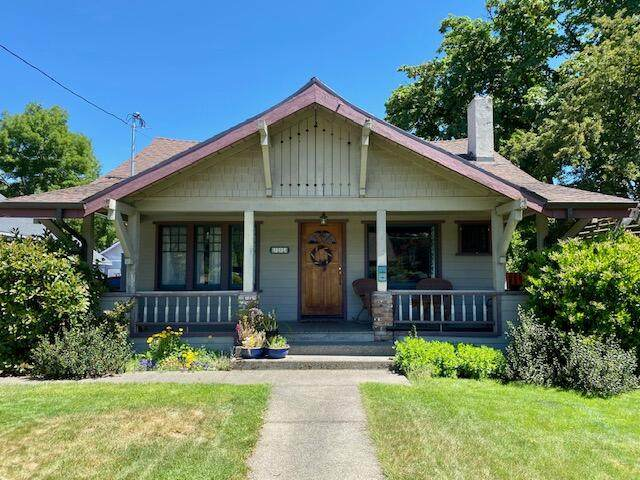 773 NW 4th Street, Grants Pass, OR 97526 (MLS #220124168) :: Schaake Capital Group