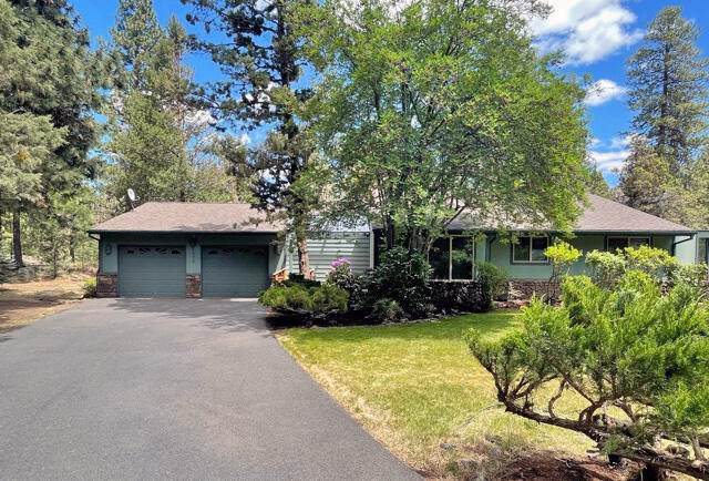 4070 NW Lower Village Road, Bend, OR 97703 (MLS #220124748) :: Bend Homes Now