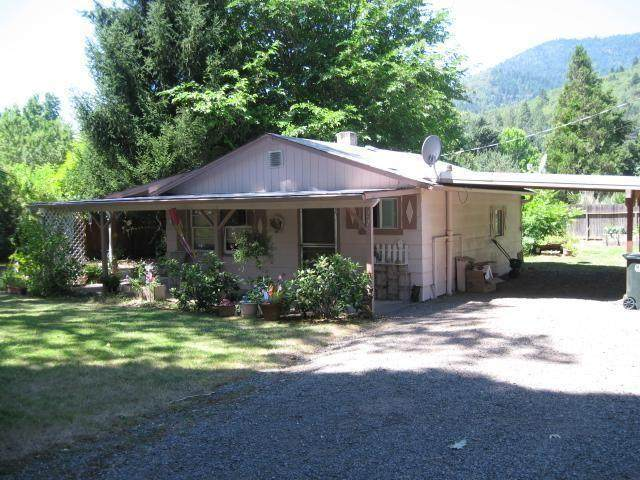 275 W Evans Creek Road, Rogue River, OR 97537 (MLS #220124987) :: Bend Relo at Fred Real Estate Group