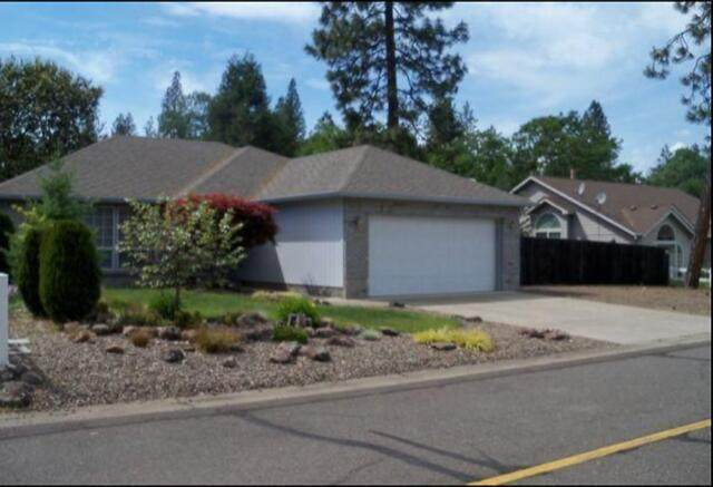 413 Yew Wood Drive, Shady Cove, OR 97539 (MLS #220125063) :: The Riley Group