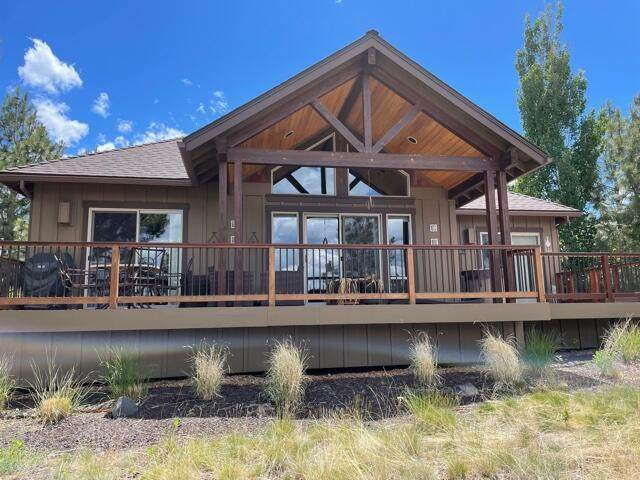 10849 Vista Rim Court, Redmond, OR 97756 (MLS #220125121) :: Coldwell Banker Sun Country Realty, Inc.