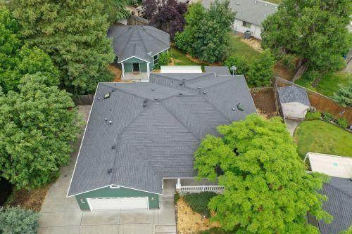 2556-2558 Waters Edge Way, Medford, OR 97504 (MLS #220125230) :: Premiere Property Group, LLC