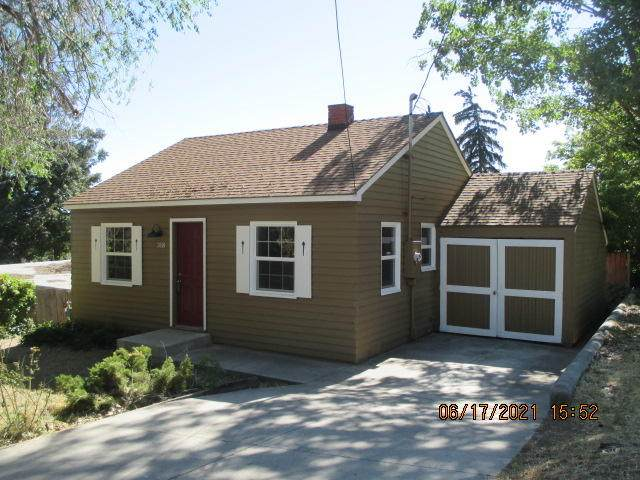 318 N Laguna Street, Klamath Falls, OR 97601 (MLS #220125336) :: Coldwell Banker Bain