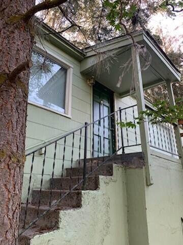 2107 Lakeshore Drive, Klamath Falls, OR 97601 (MLS #220125592) :: Coldwell Banker Bain