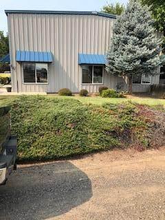 907 Lawnsdale Road, Medford, OR 97504 (MLS #220127159) :: Chris Scott, Central Oregon Valley Brokers