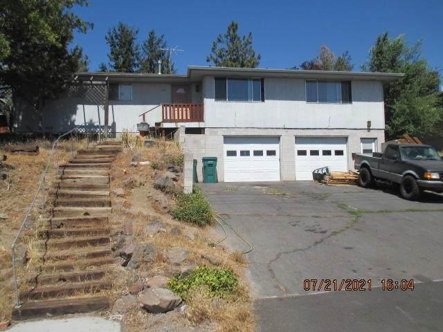 1911 N Eldorada Boulevard, Klamath Falls, OR 97601 (MLS #220127789) :: Chris Scott, Central Oregon Valley Brokers