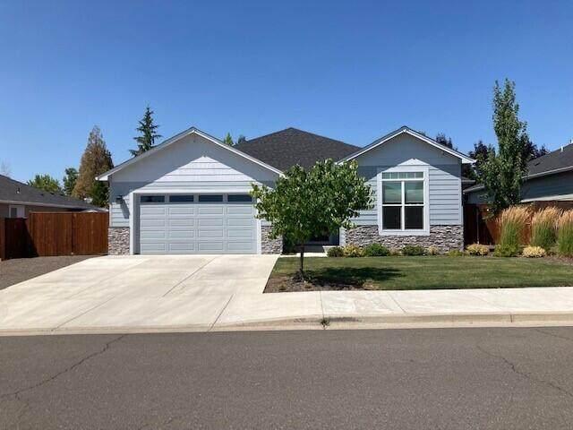 1037 Arrowhead Trail, Eagle Point, OR 97524 (MLS #220127790) :: Premiere Property Group, LLC