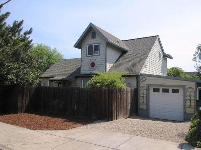 310 N Mountain Avenue, Ashland, OR 97520 (MLS #220127823) :: Premiere Property Group, LLC