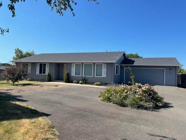 1844 W Stewart Avenue, Medford, OR 97501 (MLS #220128040) :: Premiere Property Group, LLC